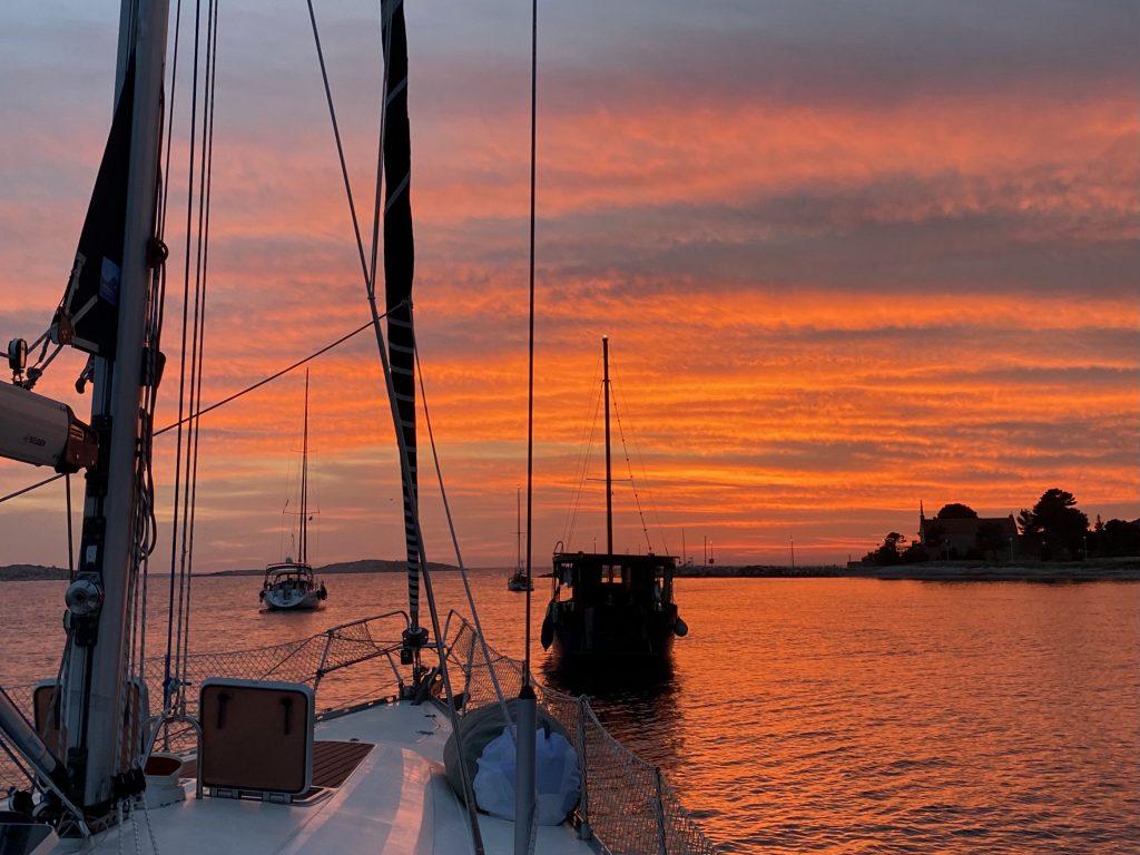 tramonto-barca-a-vela